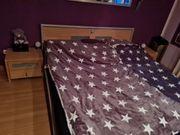 komplettes Schlafzimmer mit Bett kleiderschrank