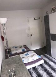 Ein Zimmer zum übernachten für