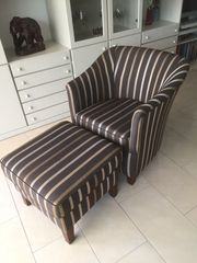 Eleganter Design-Sessel mit Hocker
