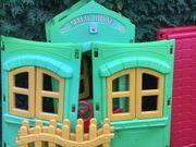Spielhaus mit Zaun