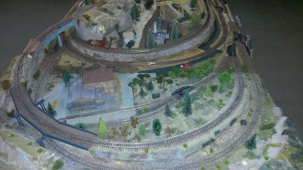 Komplette Eisenbahn-Anlage mit viel Zubehör