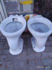Zu verschenken alte Porzellan Stand-WC