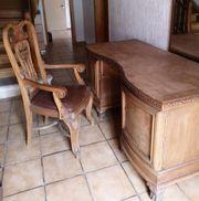 Massiver Schreibtisch und Stuhl