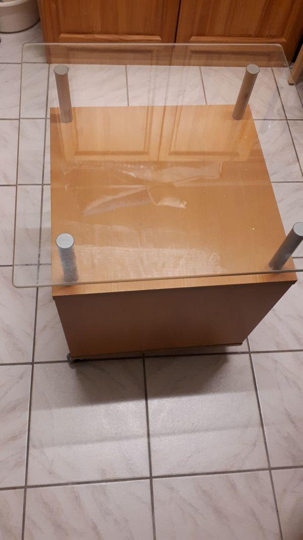 Rolltisch in Echtholz mit Glasplatte und Schrank in Bad ...