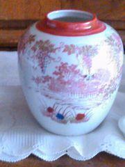 weiße Porzellan-Teedose mit chinesicher Malerei
