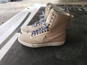 Ungetragene Nike Damen-Boots
