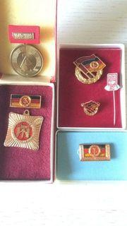 Sammlung original DDR Abzeichen Orden