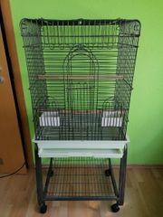 Papageienkäfig mit fahrbarem Untersatz
