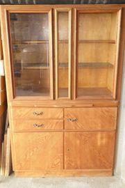 alter Küchenschrank aus Holz