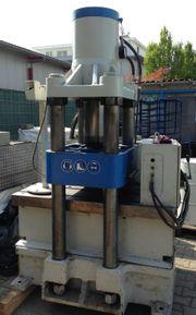 Hydraulische 4-Säulen Presse
