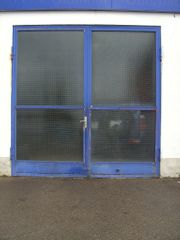 Große Drahtglas-Garagen-Tore mit Metallrahmen gebraucht