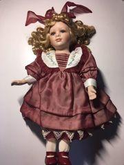 große Puppe aus Porzellan unbespielt
