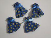 Eierwärmer blau mit gelben Blümchen