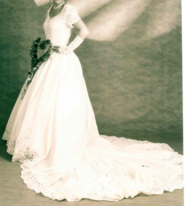 Romatisches Brautkleid cremefarben Gr 36