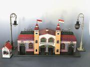 Blechbahnhof Lampen und Kiosk von