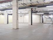 Großzügige Hallenflächen mit Sicherheitsdienst und