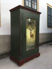 Bauernschrank mit echter Handbemalung Hirsch-Motiv