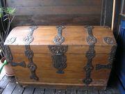Ungefähr 150 Jahre alte Schatztruhe -