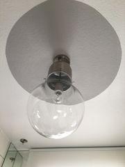 Lampe in Birne Form aus