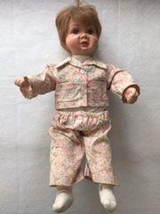 Porzellan-Puppe Benjamin angezogen