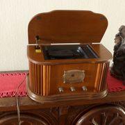Auf antik gemachter FM Radio