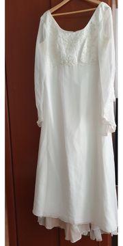 2 verschiedene Hochzeit Kleider weiss