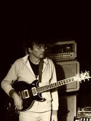 Experimentierfreudiger Gitarrist sucht