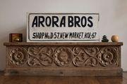 großes handgemaltes Schild Arora Bros