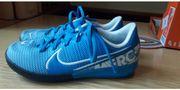 Nike Hallenfußballschuh Größe 30