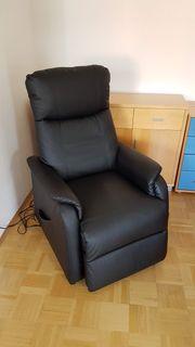 Elektrisch-verstellbarer Sessel mit Aufstehhilfe Neuwertig