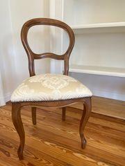 Elegante Stühle in antiker Optik