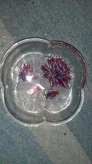 Glasschale mit Seerosen