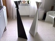 futuristische Holz-Statuen