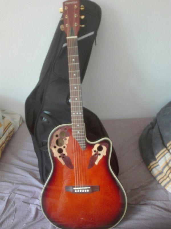 Profi-Gitarre halbakustik mit Rucksacktasche