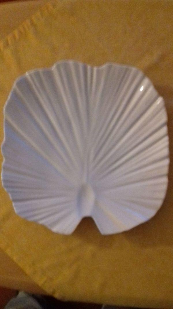 Dekorative Platte zum Anrichten von
