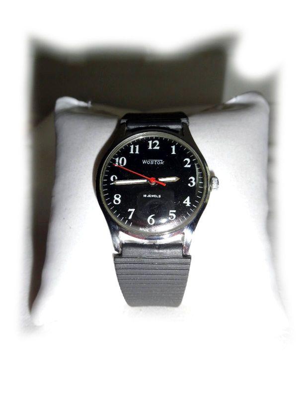 Schwarze Armbanduhr von Wostok