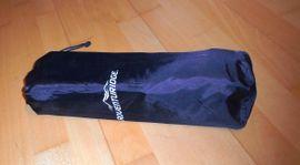 Campingartikel - selbstaufblasbares Kissen und Sitzkissen von