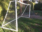 Fussballtor aus Kunststoff-Steckrohrsystem mit Netz