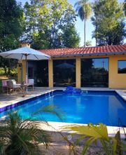 Haus mit Pool und Gästehaus