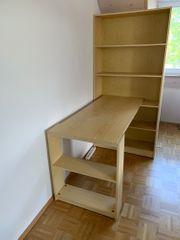 Schreibtisch mit Regal