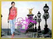 ZENDAYA in Paris Souvenir Deko