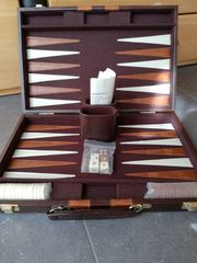 Backgammon im Koffer