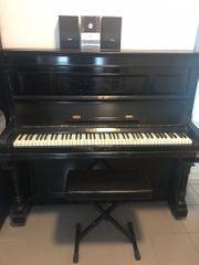 Klavier der Marke Ibach