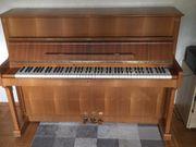 Klavier Legnica in Nussbaum Baujahr