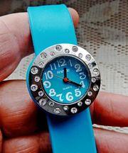 Besonderheit Uhr mit Kristall-Besatz Neue