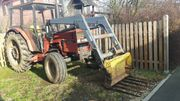 Tracktor mit Ftrontlader 733 S