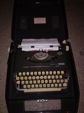 Büromaschinen, Bürogeräte - Schreibmaschine