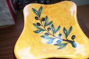 Keramikschale auf Fuß in gelb