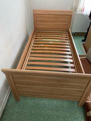Schlafzimmer Bett mit Lattenrost