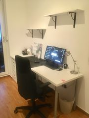 Schreibtisch mit Schubladen